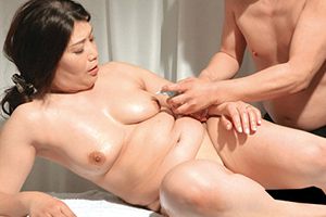 デカ乳できれいな奥さん限定!美人妻の垂れ乳交尾4時間